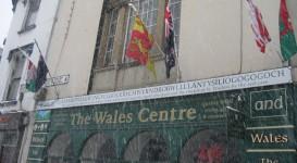 Schild über dem Wales-Centre